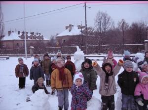 Zimowe zabawy na boisku (2)