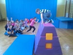 Gry i zabawy na sali gimnastycznej (1)
