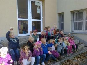 Zabawy w przedszkolnym ogrodzie (1)